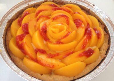 עוגת קרם ופירות טריים