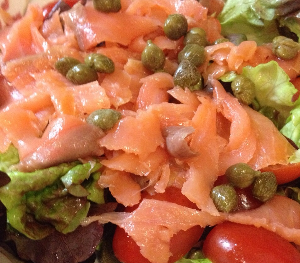 Green salad, with cherry tomatoes and smoked salmon